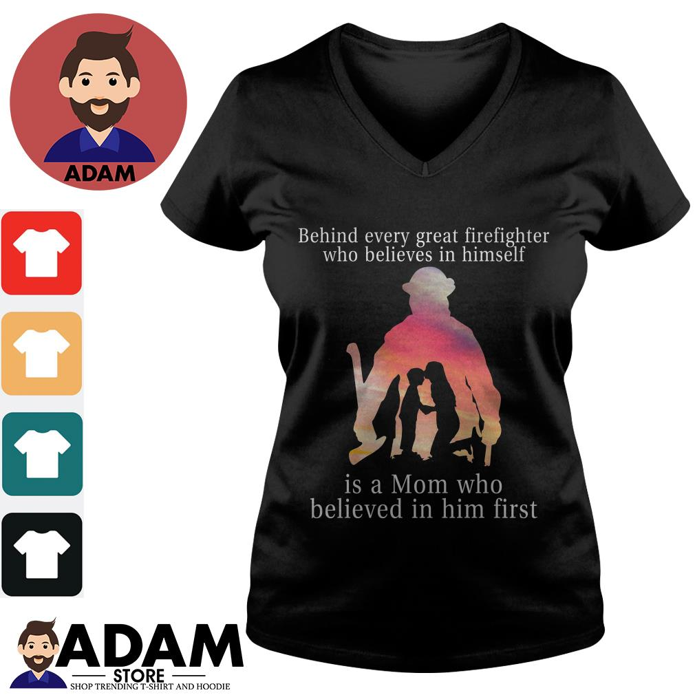 Behind every great firefighter who believes in himself is a mom V-neck-t-shirt